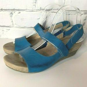 OTBT Santa Cruz Sandals Size 8M Blue Leather